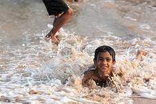 男孩, 海滩, 波, 海, 海洋, 乐趣, 年轻, 人, 快乐, 沙滩乐趣