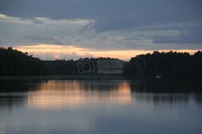 傍晚湖面上的美景