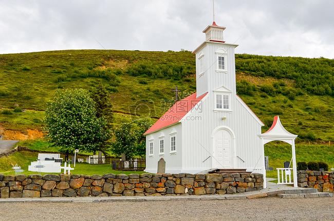 高空下的小教堂