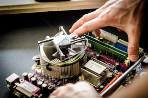 维修中的电子产品