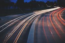 汽车快速行驶的道路