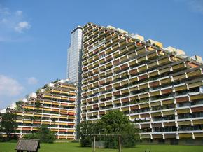 德国:老王的房子,坐北朝南,在慕尼黑。老王的房子(老王大厦),南观看,在慕尼黑巴伐利亚。