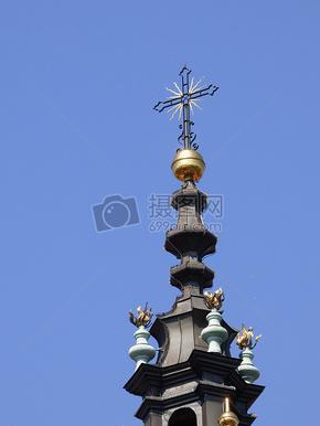 天空下的十字架教堂